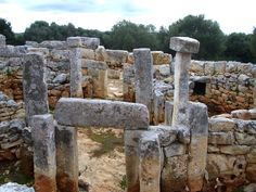 The Talayotic (also spelled Talaiotic) culture that once flourished on the Balearic Islands of Spain is named after prehistoric watchtowers called talayots Torre d'en Galmes – Alaior, Spain - Atlas Obscura Ancient Aliens, Ancient History, Ibiza, Balearic Islands, Ancient Architecture, Historical Pictures, Best Cities, Spain Travel, Archaeology
