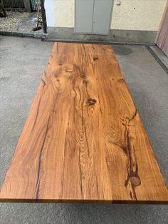 Dieser Tisch wurde aus 150 Jahre alten Weinpressspindeln gefertigt. Aufgeschnitten, getrocknet und zu diesem Tisch weiter verarbeitet. Eine passende Ansteckplatte mit fortlaufender Maserung wurde ebenfalls mit angefertigt. Dining Table, Rustic, Furniture, Home Decor, Old Wood, Tables, Dinner Table, Country Primitive, Decoration Home