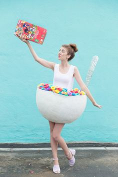 DIY Cereal Bowl Costume. Find this DIY and other halloween costume ideas at www.rosalynnelove.com