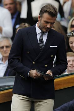 Avengers assemble at Wimbledon final (and so does Wolverine and David Beckham) David Beckham Wimbledon, David Beckham Suit, David Beckham Style, Wimbledon Final, Wimbledon 2016, Blazer Outfits Men, Stylish Mens Outfits, Der Gentleman, Gentleman Style