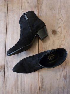 Je viens de mettre en vente cet article  : Bottines & low boots à talons Ash 90,00 € http://www.videdressing.com/bottines-low-boots-a-talons/ash/p-5702706.html?utm_source=pinterest&utm_medium=pinterest_share&utm_campaign=FR_Femme_Chaussures_Bottines+%26+low+boots_5702706_pinterest_share