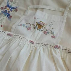 Little Vintage Dove — ghostspouse: [x] What a beautiful apron! Hand Embroidery Designs, Embroidery Stitches, Floral Embroidery, Finding Neverland, Cute Aprons, Mori Girl, Couture, Girl Inspiration, Needle And Thread