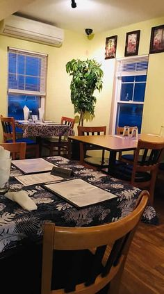 Visit the gorgeous Champlain Islands in South Hero #Vermont and you will find the cozy, intimate Victoria's Cafe in the center of the village. Serving both Thai and American favorites, this charming little cafe has built a reputation for fine food and excellent service.