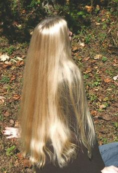 Ok this hair is impossible. How can natural hair be this long and healthy and gorgeous. So jelous