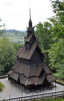 Stabkirche Fantoft (1992 von Varg Vikernes niedergebrannt)