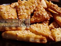 Biscuiti sarati cu unt | Bucatar Maniac Butter Crackers, European Cuisine, Our Daily Bread, Chicken Wings, My Recipes, Deserts, Meat, Baking, Food Blogs