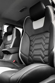 Wondering about the new and futuristic costum car interior? Custom Car Interior, Car Interior Design, Truck Interior, Automotive Design, Design Cars, Car Interior Upholstery, Automotive Upholstery, Jeep Seats, Car Seats