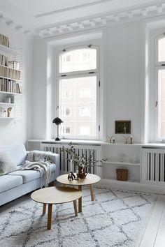 """Gamla hus betyder ofta mycket charm i form av vacker patina, högt i tak och vackra detaljer. Och så ett visst mått av """"charm"""" – som sneda väggar, lutande golv och märkliga små hörn,..."""