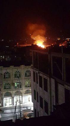 """#اليمن   عاجل : نيران """"هائلة"""" تلتهم مجمع القضاء العسكري الآن وسط العاصمة صنعاء (شاهد صوراً مباشرة)"""