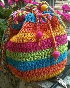 Bayılıyorum bu çantaya rengarenk • • • #crochet #crocheting #crochetersofinstagram #crocheted #crochetblanket #mandala #yarn #knitting #knitaddict #instaknit #knitlove #kneeblanket #örgü #örgümodelleri #tığişi #elisi #hekle #instacrochet #motif #blanket #bebekbattaniyesi #handmade #örgübattaniye #virka #crochetaddict #örgümüseviyorum