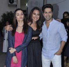 (3) Varun Dhawan FanClub (@VarunDhawan_FC) | تويتر Bollywood Images, Bollywood Stars, Stylish Girls Photos, Girl Photos, Alia Bhatt Varun Dhawan, Alia And Varun, Sonakshi Sinha, Indian Celebrities, Best Actor