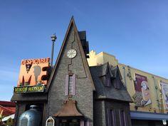 Guide to Despicable Me Minion Mayhem ride in Universal Studios Florida in Orlando. Universal Studios Florida, Universal Studios Rides, My Minion, Minions, Minion Mayhem, San Francisco Ferry, Orlando, Fan, Building