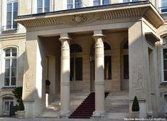 Hôtel de Beauharnais (1710) 78, rue de Lille Paris 75007. Architecte : Germain Boffrand. Portique dans le goût d'Egypte.