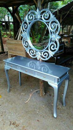 Meja Konsul dan cermin  Kami adlh produsen produk furniture yang jg menerima pesanan custom desain sendiri dan kami mengutamakan kwalitas brang yg kami produksi