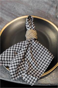 5 Simple Napkin Folding Ideas for Your Wedding Reception – Herzlich willkommen Wedding Ideas Board, Wedding Blog, Wedding Dress, Easy Napkin Folding, Wedding Reception Tables, Wedding Receptions, Simple Weddings, Wedding Simple, Hill City