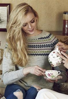 "Ravelry: Nr 16 ""Elgseter"" genser pattern by Sandnes Design Knitting Yarn, Hand Knitting, Knitting Patterns, Knitting Ideas, How To Start Knitting, Sweater Design, Fair Isles, Vintage Knitting, Cute Pattern"