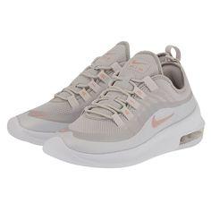 0a072f9df52 Τα γυναικεία παπούτσια Nike Air Max Axis αποτίουν φόρο τιμής στα θρυλικά  παπούτσια για τρέξιμο της δεκαετίας του '90 με το βλέμμα στραμμένο στο  μέλλον.