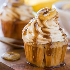 With a banana cupcake batter, banana-flavored buttercream, and a praline sauce, these Bananas Foster Cupcakes have all the flavor of the classic New Orleans dessert. Betty Crocker, Cupcake Recipes, Cupcake Cakes, Dessert Recipes, Drink Recipes, Yummy Cupcakes, Mocha Cupcakes, Gourmet Cupcakes, Cake