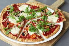 Pizza havermout voor de bodem 150 gr havermout 160 gr yoghurt 3 eieren 1 tl gedroogde oregano