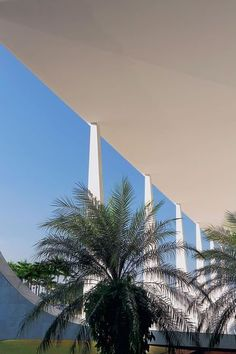 Brasilia high court by Oscar Niemeyer