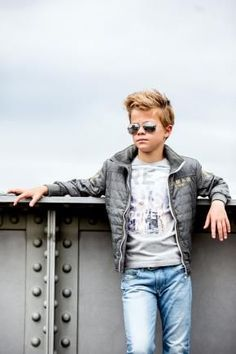 Kids Photography Boys, Boy Photography Poses, Boy Models, Child Models, Outfits Niños, Kids Outfits, Little Boy Poses, Kids Wedding Suits, Stylish Little Boys