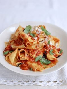 Emma likes this easy pasta recipe from Jamie Oliver, Home made pappardelle with quick tomato sauce Pappardelle Recipe, Tagliatelle Pasta, Penne, Pasta Recipes, Cooking Recipes, Sauce Recipes, Tomato Pasta Sauce, Quick Pasta Sauce, Vegetarian Recipes