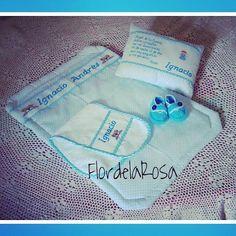 Kit de Colcha, Almohadita, Buchero y Zapaticos tejidos a croche... Instagram: @flordelarosa2