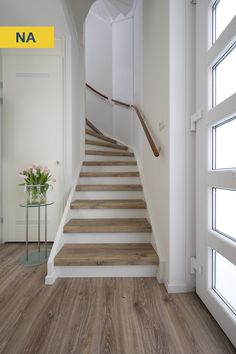 Win an Upstairs stair renovation - Treppe - Basement Stairs, House Stairs, Carpet Stairs, Loft Stairs, Stair Renovation, Stairway Decorating, Stair Makeover, Staircase Remodel, Interior Stairs
