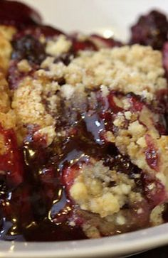 3 Ingredient Blackberry Cobbler - a dump cake without the butter!!