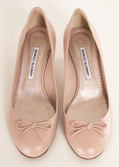 Classic Manolo Blahnik Round Toe, Pale Pink, Kitten Heels with Bow on toe
