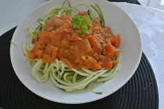 Zucchininudeln sind derzeit eines der Must-Eats und landeten mittags bei Laura auf dem Teller