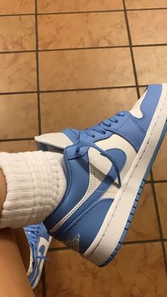 Sneakers Fashion, Shoes Sneakers, Cute Nike Shoes, Swag Shoes, Aesthetic Shoes, Fresh Shoes, Hype Shoes, Mode Streetwear, Sneaker Boots