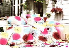 Спално бельо от памук 4 части в бяло, розово, кафяво, жълто и синьо.   Всички части на комплекта са с един десен. Приятната и нежна памучна материя. Нежно докосване и комфорт за вашия сън.  Комплекта е от 4 части и включва:  - долен чаршаф с размери 240 / 250 см. - плик - 200 / 230 см. - 2 броя калъфки с размери 75 / 75 см.