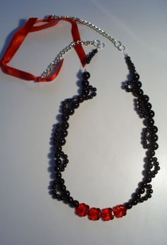collar #3203, 100% romantico y chic  valor $5000.  pidelo a caroltolg@hotmail.com Collar, Beaded Necklace, Red, Black, Jewelry, Fashion, Accessories, Beaded Collar, Moda