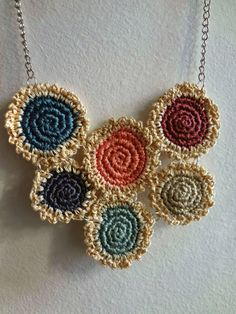 Totally Tutorials: Tutorial - How to Make Crocheted Mini Doilies