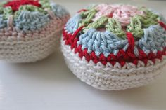 ༺༺༺♥Elles♥Heart♥Loves♥༺༺༺ .............♥Pincushions♥............. #Pincushion #Pin #Cushion #Design #Sewing #Notions #Needle #Handmade #Vintage #Craft #Tutorial #Pattern ~ ♥African Flower Pincushions