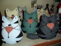 I love cats ! Sewing Toys, Sewing Crafts, Sewing Projects, Fabric Animals, Sock Animals, Softies, Pin Cushions, Pillows, Sock Toys