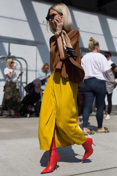 20 best street style moments from New York Fashion Week Yellow Fashion, Fashion Colours, Red Ankle Boots, Yellow Boots, New York Fashion Week Street Style, Fashion Story, Spring Outfits, Style Inspiration, Clothes For Women
