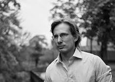 Tommy Ingberg-Φωτογράφος,εικαστικός καλλιτέχνης,γεννήθηκε το 1980 στη Σουηδία.Εργάζεται με τη φωτογραφία και την  ψηφιακή επεξεργασία εικόνας.Οι φωτογραφίες του ξεκινούν με ένα συναίσθημα ,μια ιστορία, ένα αίνιγμα για τον θεατή να σκεφτεί.