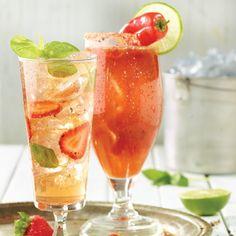 Sangria blanche au gingembre | Metro Cocktails, Alcoholic Beverages, Cocktail Juice, 30 Min Meals, White Sangria, Slice Of Lime, Recipe Details, Ginger Ale, Wine