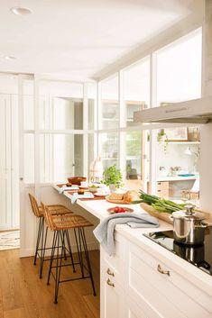 Un petit appartement à Barcelone pour une famille - PLANETE DECO a homes world Room Interior, Interior Design Living Room, Room Decor Bedroom, Living Room Decor, Küchen Design, House Design, Kitchen Dining, Kitchen Decor, Sweet Home