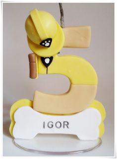 Vela de Biscuit com pavio mágico. Podendo varia no modelo e cor.    Criada e confeccionada por: Meire Raposo