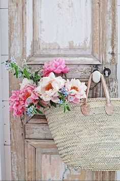 French Market Basket More Pretty In Pink, Beautiful Flowers, Vibeke Design, Deco Nature, Market Baskets, Deco Floral, Shabby Chic Decor, Belle Photo, Floral Arrangements