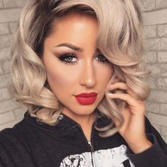 Short blonde curly hair and red lips Short Blonde Curly Hair, Curly Hair Styles, Blonde Hair Red Lips, Blonde Color, Hair Color, Trendy Hairstyles, Wedding Hairstyles, Eyeliner Looks, Hair Highlights