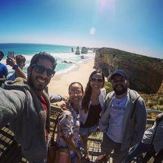 A Great Ocean Road não pode ficar de fora dos 3 momentos tops a estrada com a vista mais exuberante que já vi à beira do mar.   #Trip #australia #aussie #tripaustralia #traveling #travelgram #melbourne #12apostles #greatoceanroad by rafamonteiroco