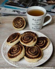 Kakaove slimaky Sponge Cake, Yummy Treats, Ale, French Toast, Pancakes, Recipies, Cookies, Baking, Breakfast