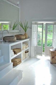 Lavabo's en deur naar buiten
