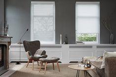 Luxaflex Facette Shades   mogelijke raambekleding voorzijde   radiatorombouw   subtiel leeslampje   luchtig bijzettafeltje   luchtoge fauteuil en hocker.