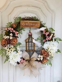 Summer Door Wreaths, Easter Wreaths, Church Christmas Decorations, Christmas Wreaths, Nifty Crafts, Diy And Crafts, Christmas Tree Guide, Hanger Crafts, Hanging Flower Wall