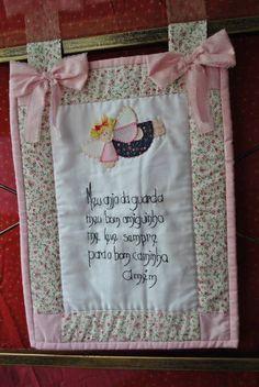 projeto para confecção de panô infantil com riscos em tamanho natural apara aplicação de anjinho  e bordado da oração do anjo da guarda